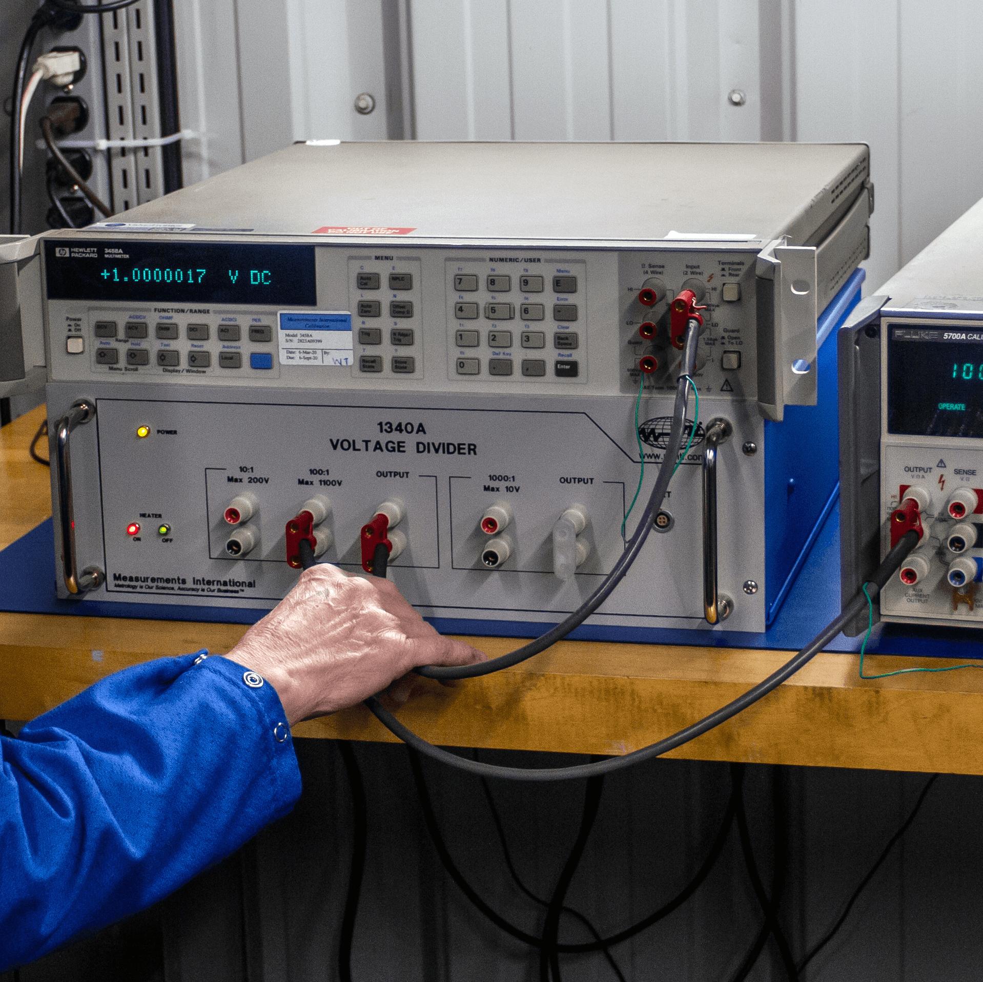 1340A High Precision Voltage Divider